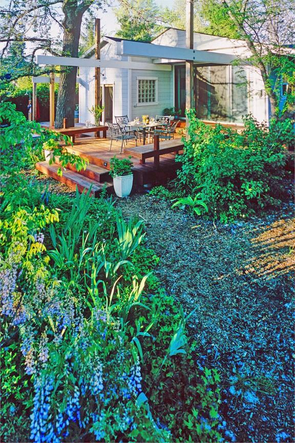 sebast-deck-garden-house-view