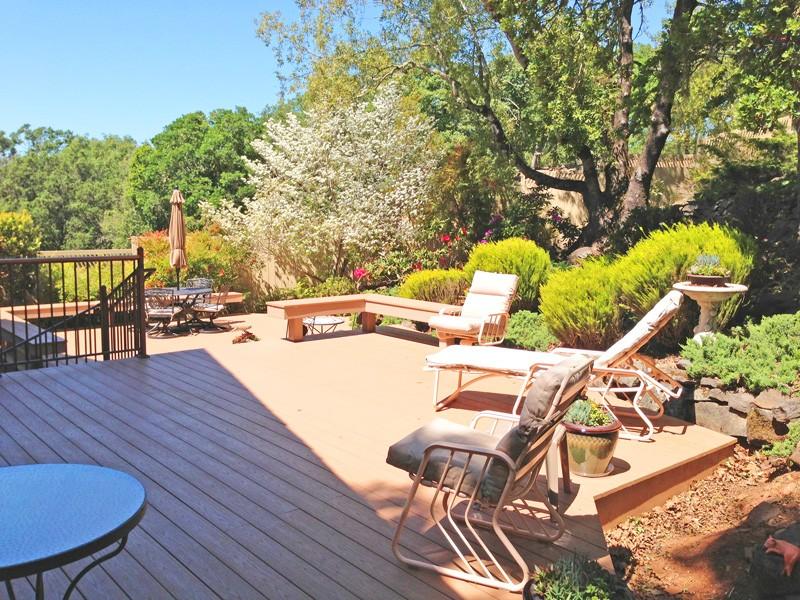 azek-bilevel-deck-garden